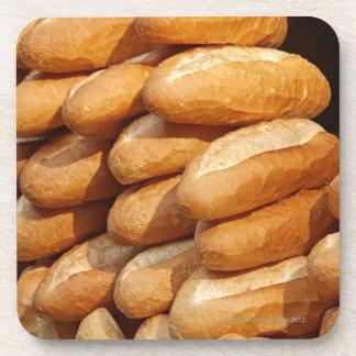 Baguette, pan, para la venta en calle del vendedor posavasos