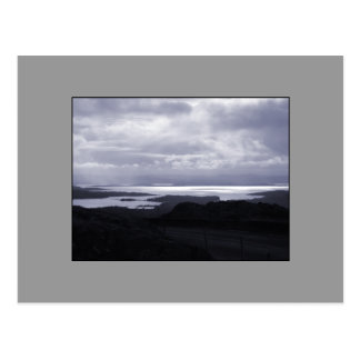 Bahía de Bantry del camino Irlanda del túnel. Azul Postales