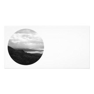 Bahía de Bantry del camino Irlanda del túnel Tarjeta Fotográfica Personalizada