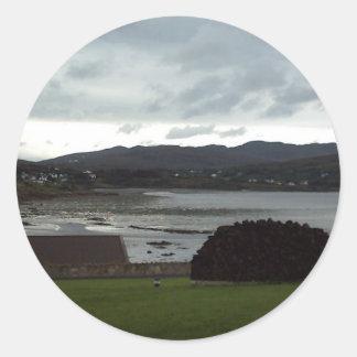 Bahía de Dungloe, Donegal, Irlanda Etiquetas Redondas