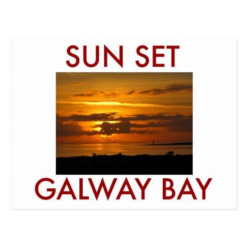 Bahía de Galway de la puesta del sol Postal