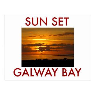 Bahía de Galway de la puesta del sol Tarjetas Postales