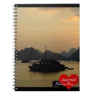 Bahía de Halong, puesta del sol, Vietnam Notebook