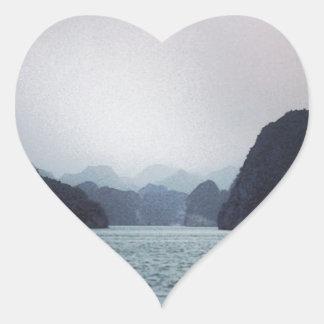 Bahía de Halong suavemente azul, soñadora, Pegatina En Forma De Corazón
