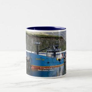 Bahía de la belleza, barco del cangrejo en el taza de dos tonos
