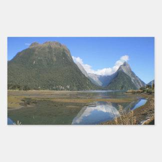 Bahía de Milford Sound, pico del inglete, Nueva Rectangular Pegatinas