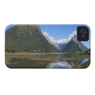 Bahía de Milford Sound, pico del inglete, Nueva Ze iPhone 4 Fundas