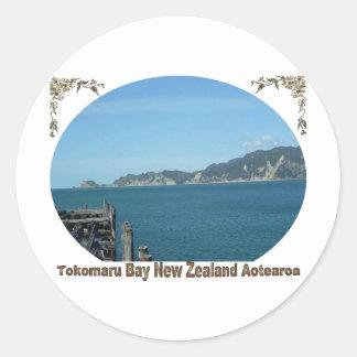 Bahía de Tokomaru, Eastcoast, Nueva Zelanda Pegatina Redonda