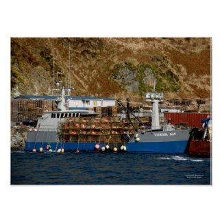 Bahía de Viekoda, barco del cangrejo en el puerto  Posters