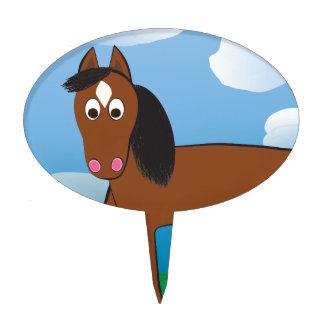 Bahía del caballo del dibujo animado con los figura de tarta
