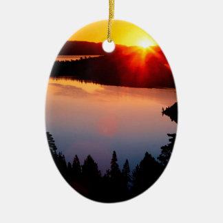 Bahía esmeralda el lago Tahoe de la puesta del sol Ornamentos De Reyes