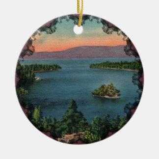 Bahía esmeralda - ornamento del lago Tahoe Adorno Navideño Redondo De Cerámica