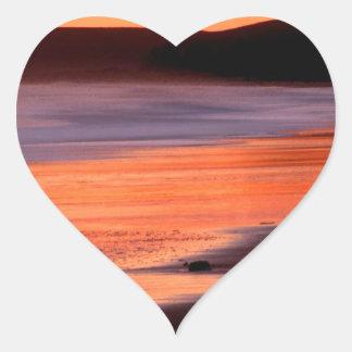 Bahía Marin de los Drakes de la puesta del sol de Pegatina En Forma De Corazón