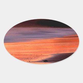 Bahía Marin de los Drakes de la puesta del sol de Pegatina Ovalada