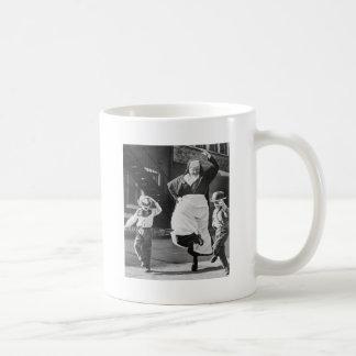 Bailando el día ausente taza de café