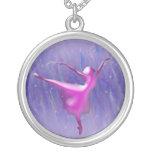 Bailarín de ballet en rosa en fondo azul colgante personalizado