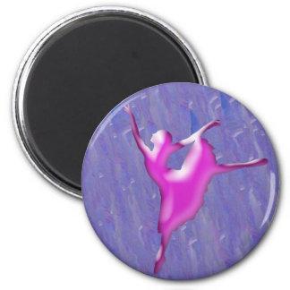 Bailarín de ballet rosado en fondo azul imán redondo 5 cm
