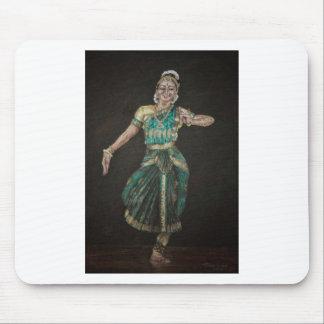 Bailarín de Bharatanatyam Mouse Pads