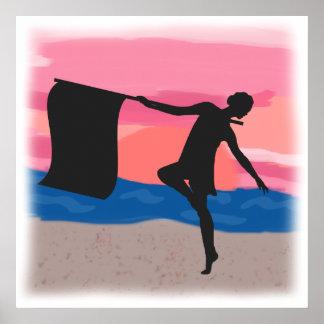 Bailarín de Colorguard en la puesta del sol Poster