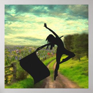 Bailarín de Colorguard que salta con la bandera Poster