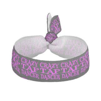 Bailarín de golpecito loco en rosa elásticos para el pelo