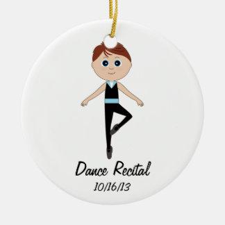 Bailarín del muchacho: Ornamento conmemorativo del Adorno Redondo De Cerámica