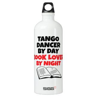 Bailarín del tango del aficionado a los libros botella de agua
