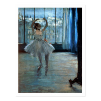 Bailarín delante de una ventana tarjetas postales