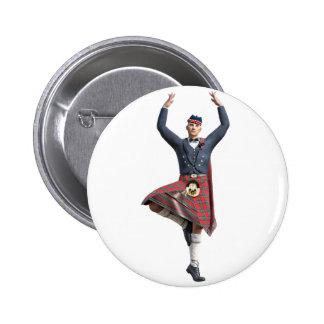 Bailarín escocés con ambas manos para arriba pin redondo de 2 pulgadas