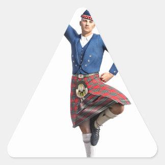 Bailarín escocés con la mano derecha para arriba pegatina triangular