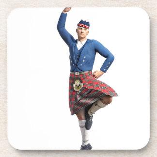 Bailarín escocés con la mano derecha para arriba posavaso