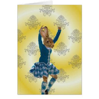 Bailarín escocés de la montaña del conejo lindo tarjeta de felicitación
