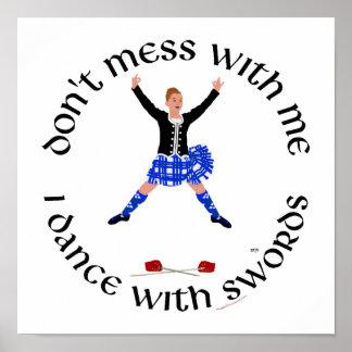 Bailarín escocés de la montaña póster