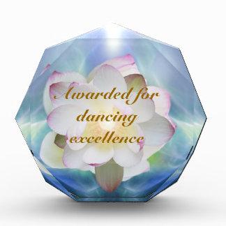 Bailarín excelente del loto blanco