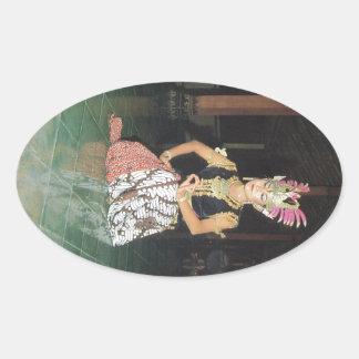 Bailarín exótico de Golek del indonesio Pegatina Ovalada