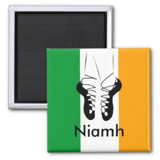 Bailarín irlandés del paso imán cuadrado