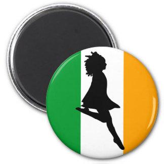 Bailarín irlandés del paso imán redondo 5 cm