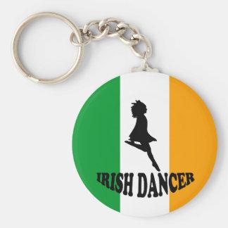 Bailarín irlandés del paso llavero redondo tipo pin