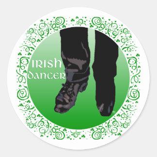 Bailarín irlandés del paso - varón pegatina redonda