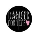 Bailarín para el negro de la vida con el corazón relojes