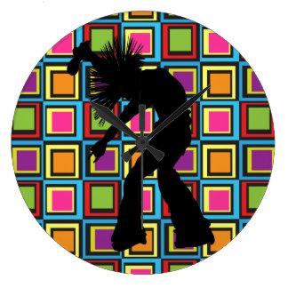 Bailarín retro enrrollado del cantante reloj redondo grande
