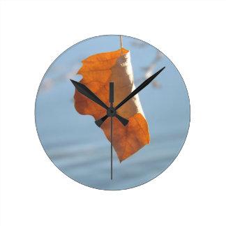 Bailarín solitario reloj redondo mediano