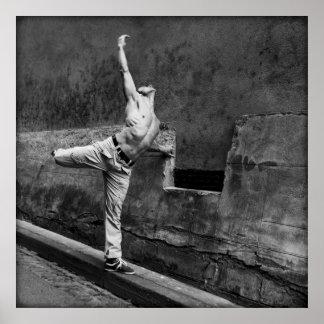 Bailarín torcida desnudo póster
