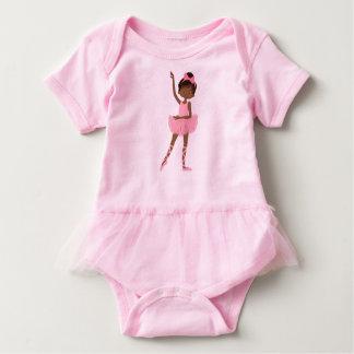 Bailarina bonita de la princesa afroamericano remera