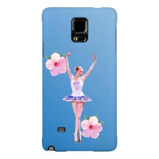 Bailarina con las flores rosadas del hibisco