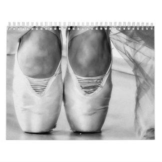 Bailarina contemporánea romántica de la imagen calendario de pared