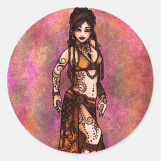 Bailarina de la danza del vientre tribal del pegatina redonda