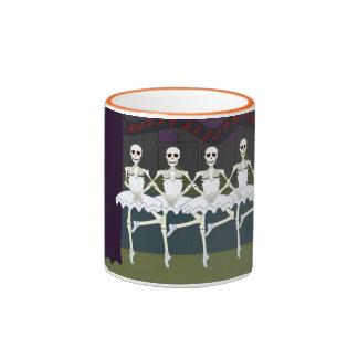 Bailarina de los esqueletos del baile en el tutú H Tazas De Café