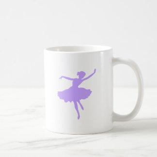 Bailarina del baile en bígaro de la lila taza de café