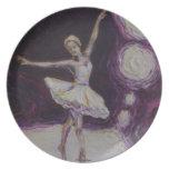 Bailarina del baile en placa púrpura platos